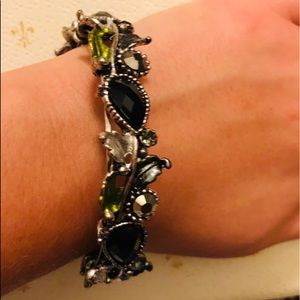 Women's Bracelet Awesome Colors no clasp to hook!